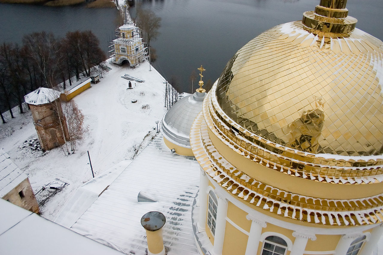 1280px-Nil_monastery_view_from_the_bell_tower_to_the_entrance.jpg